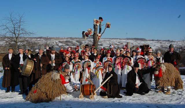 Grup de  colindători  Căluți, Urși, Capre și alți  Mascați (Moldova)